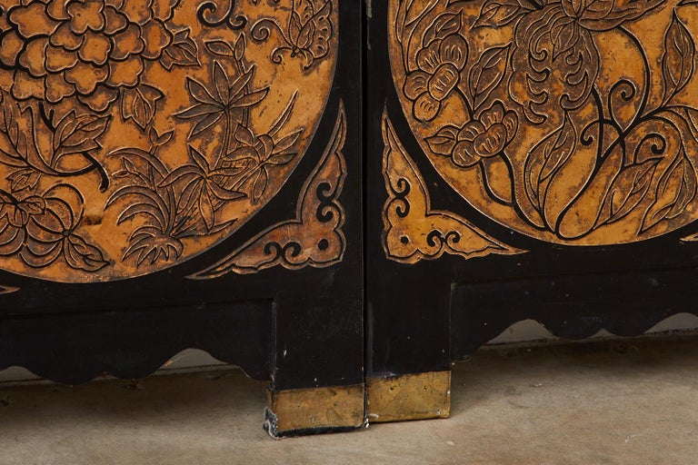 Chinese Export Eight-Panel Gilt Lacquered Coromandel Screen For Sale 10