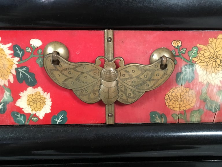 Chinese Export Lacquered Cabinet with Hand-Painted Bird Decorated Panels For Sale 2