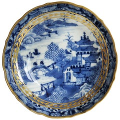 Chinese Export Porcelain Berry Bowl or Dish Blue and White Gilded, Qing