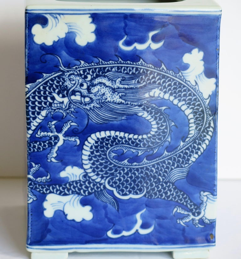 Chinese Export Porcelain Brush Pot Blue and White Hand Painted Dragons For Sale 11