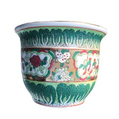Chinese Export Porcelain Ceramic Famille Vert Rose Green Gold Pot, 19th Century