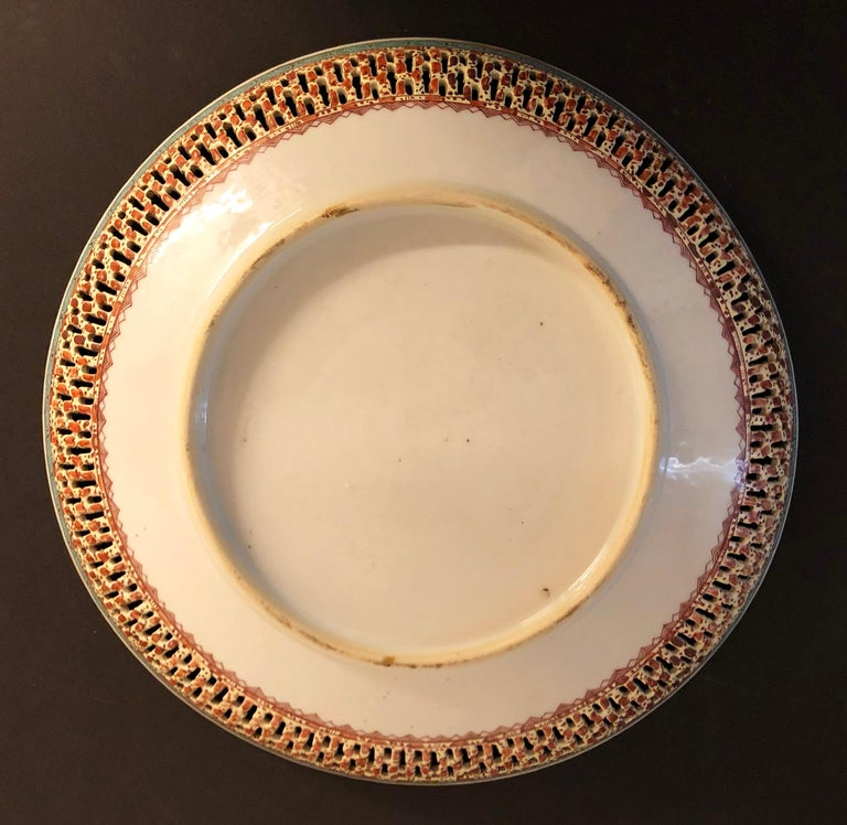 Chinese Export Porcelain Openwork Dish from the Qianlong Period In Excellent Condition For Sale In Hilversum, NL