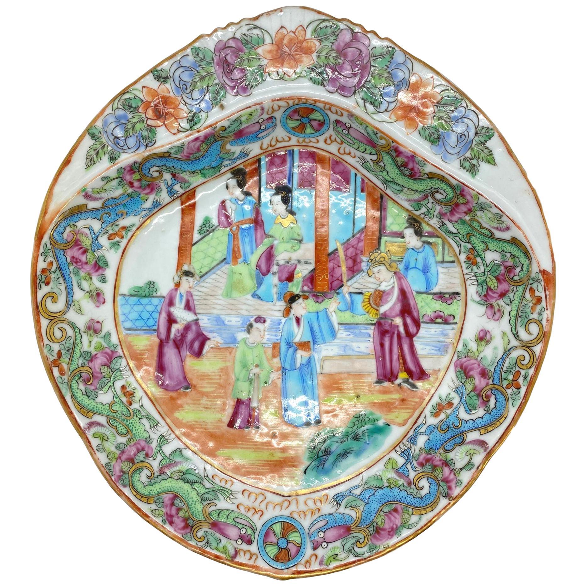 Chinese Export Porcelain Rose Mandarin Shell-Form Shrimp Dish, circa 1820