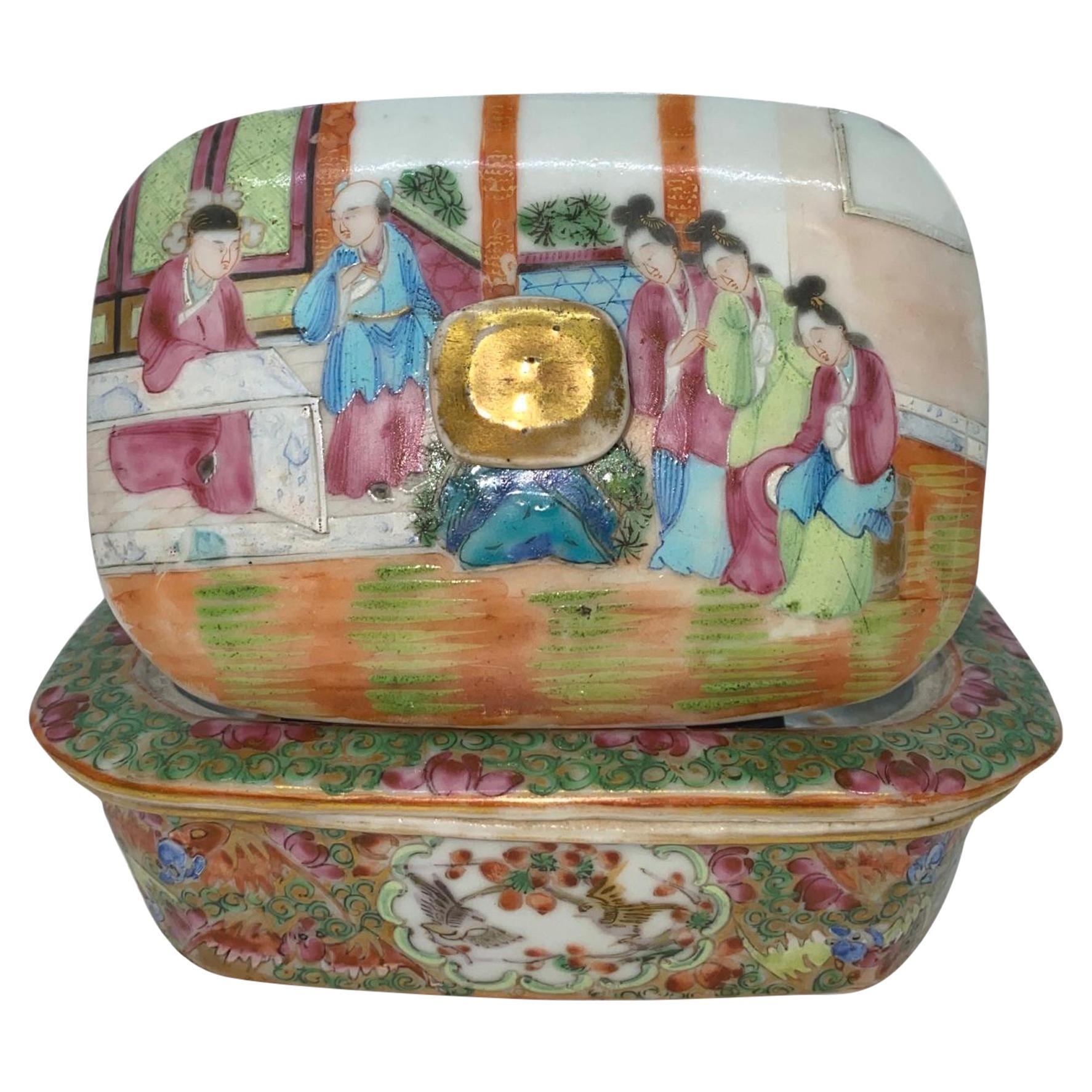 Chinese Export Porcelain Rose Mandarin Soap Dish, circa 1820
