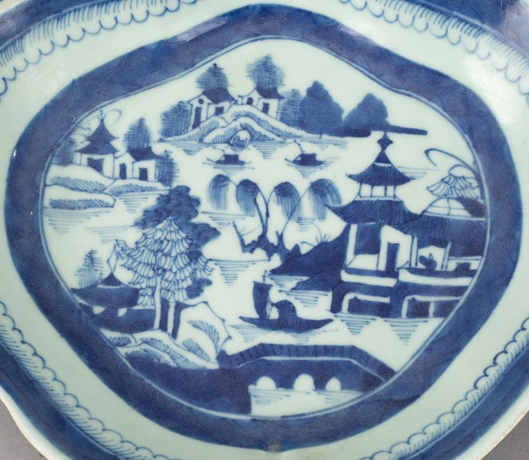 Chinese Export Porcelain Shrimp Dish In Excellent Condition For Sale In Sheffield, MA