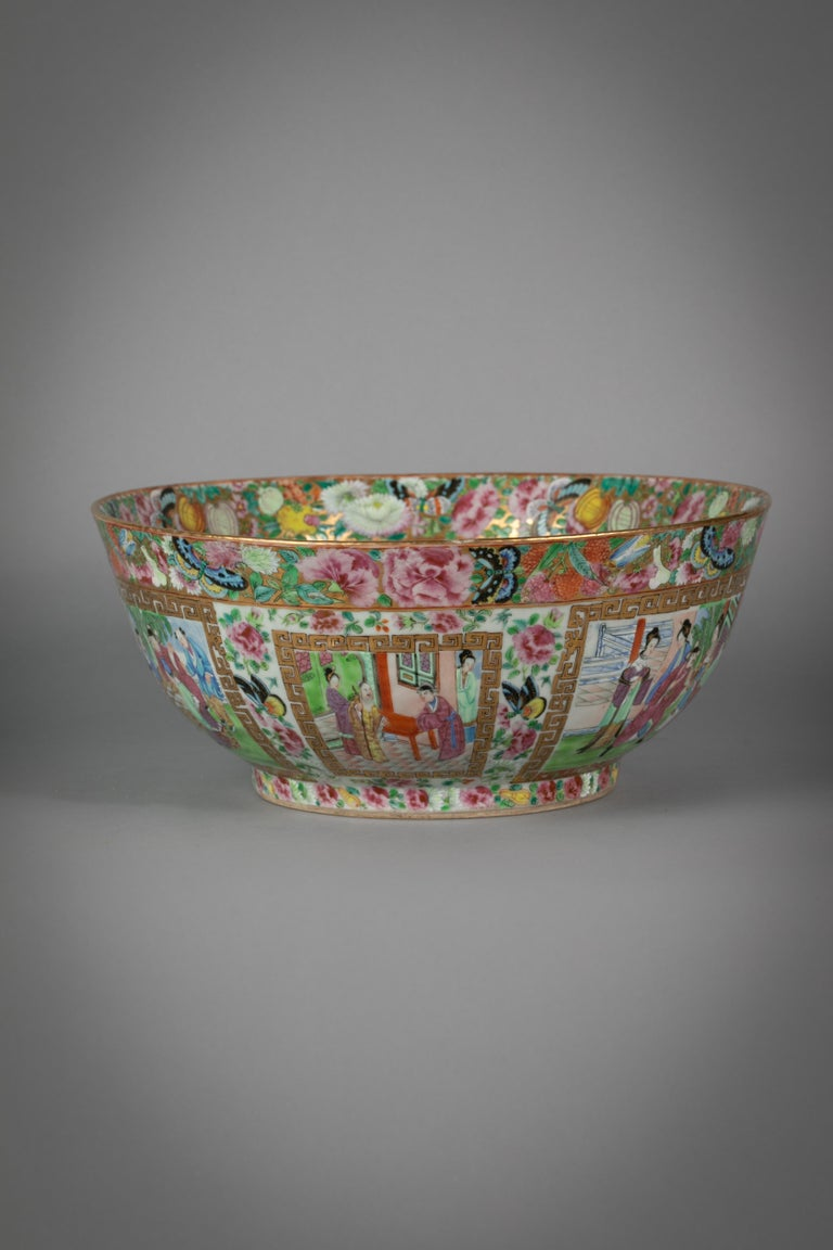Chinese export rose Mandarin porcelain bowl, circa 1820.