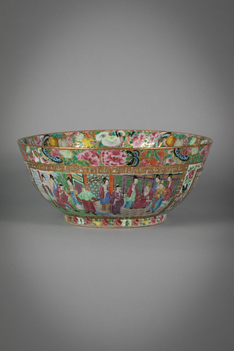 Chinese Export Rose Mandarin Porcelain Bowl, circa 1820 In Excellent Condition For Sale In New York, NY