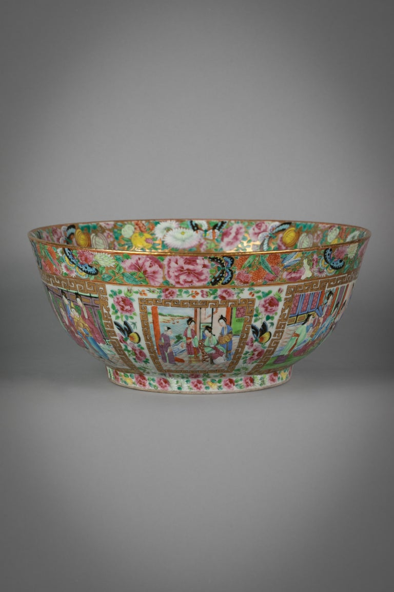 Early 19th Century Chinese Export Rose Mandarin Porcelain Bowl, circa 1820 For Sale