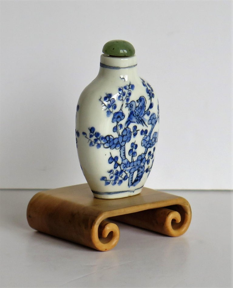 Chinese Export Snuff Bottle Porcelain Hand Painted with Hardwood Stand In Good Condition For Sale In Lincoln, Lincolnshire