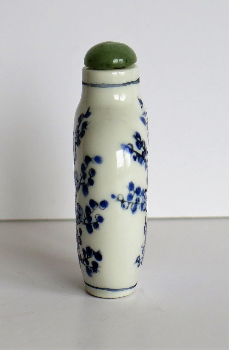 Chinese Export Snuff Bottle Porcelain Hand Painted with Hardwood Stand For Sale 2