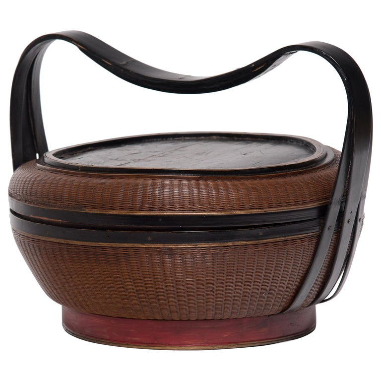 Chinese Finely Woven Box with Handle, circa 1900 For Sale