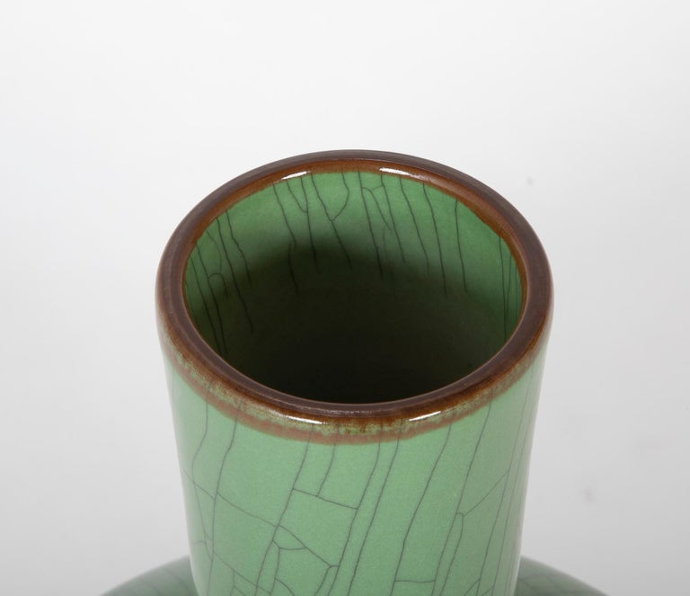 Chinese Green Glaze Large Scale Vase In Good Condition For Sale In Stamford, CT
