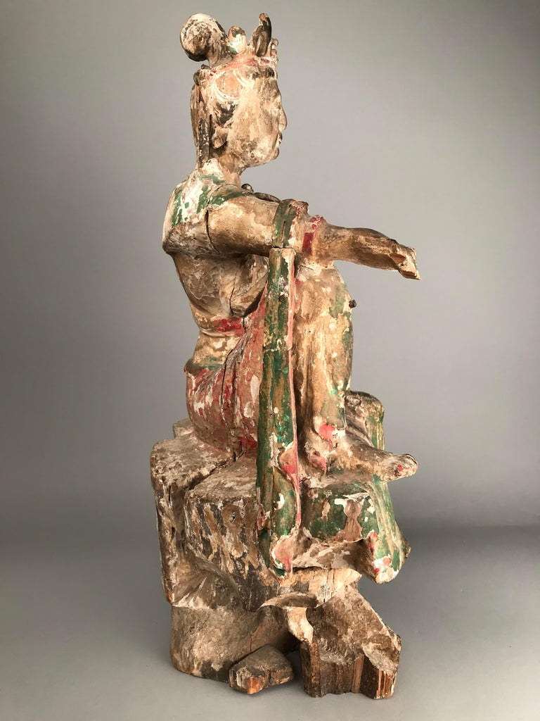 Chinese Guan Yin figure Early Ming Dynasty In Good Condition For Sale In Lymington, GB