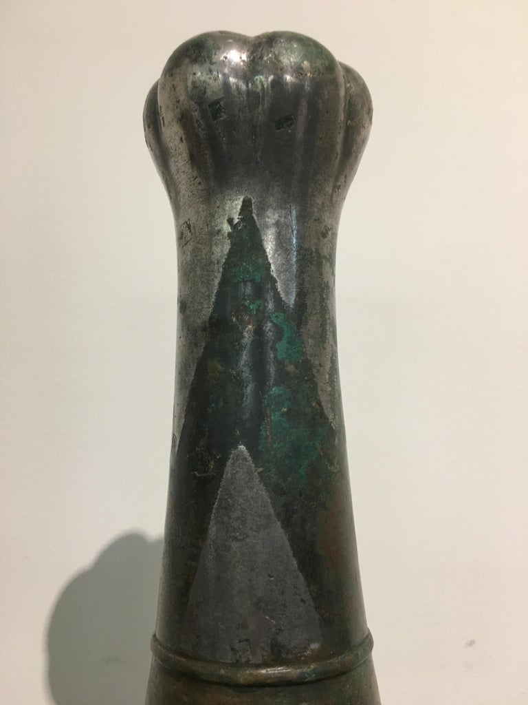 Chinese Han Dynasty Silver-Decorated Garlic Head Bronze Hu Vase, 3rd Century BC For Sale 3