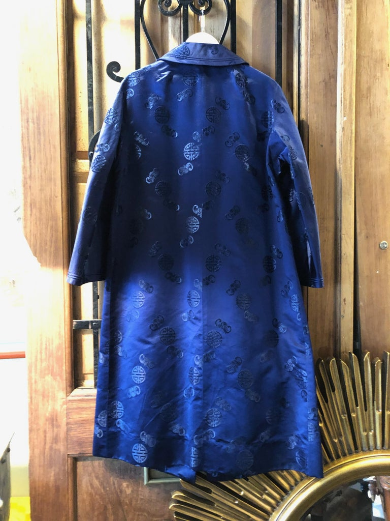 This handmade Chinese silk coat is vintage in wonderful condition. Beautiful blue no stains no wear. Beautiful embroidery! Size 12-14 below the knee.