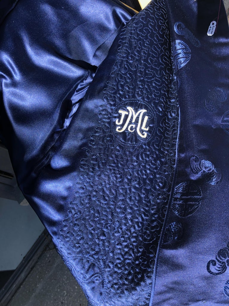 Mid-20th Century Chinese Handmade Silk Coat For Sale