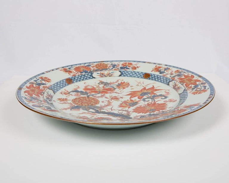 Antique Chinese Imari Charger with Floral Decoration For Sale 3