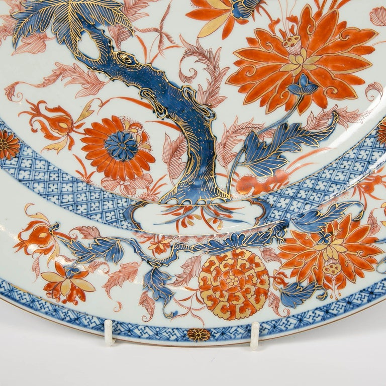Qing Antique Chinese Imari Charger with Floral Decoration For Sale