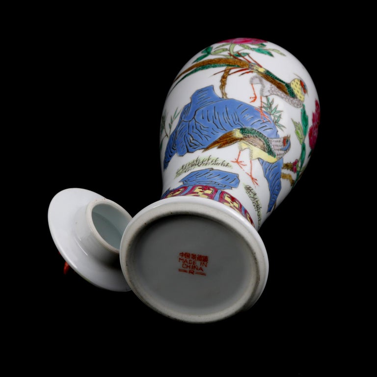 Chinese Imari Hand Painted Porcelain Pictorial Vase with Pheasants, 20th Century For Sale 11