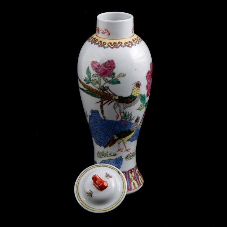 Hand-Painted Chinese Imari Hand Painted Porcelain Pictorial Vase with Pheasants, 20th Century For Sale