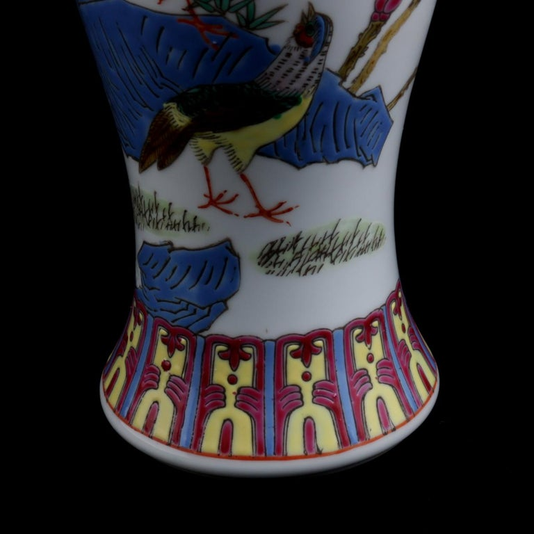 Chinese Imari Hand Painted Porcelain Pictorial Vase with Pheasants, 20th Century In Good Condition For Sale In Big Flats, NY