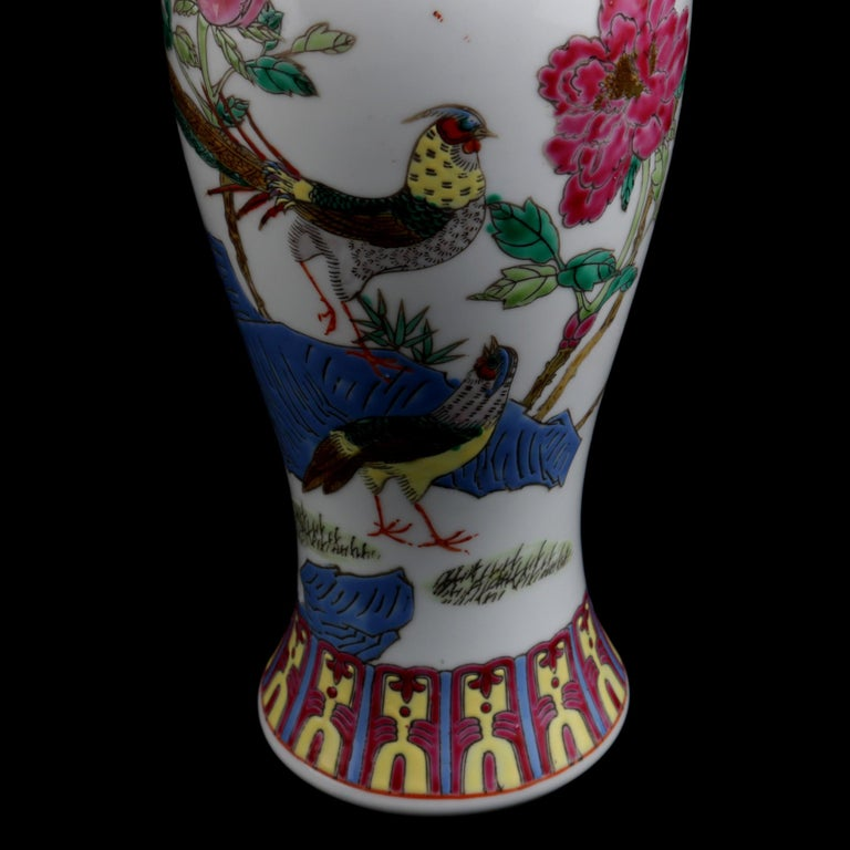 Chinese Imari Hand Painted Porcelain Pictorial Vase with Pheasants, 20th Century For Sale 1