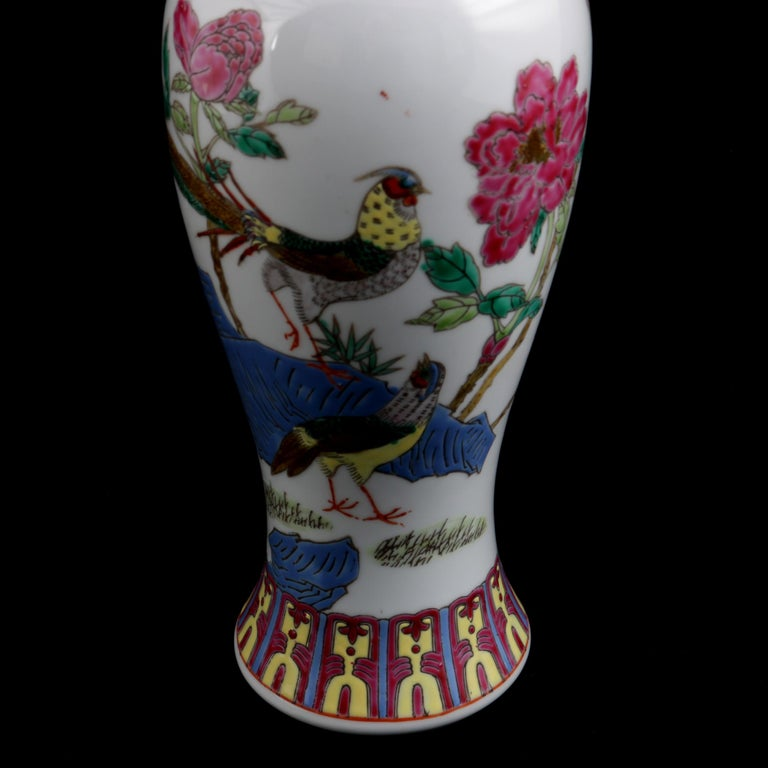 Chinese Imari Hand Painted Porcelain Pictorial Vase with Pheasants, 20th Century For Sale 2