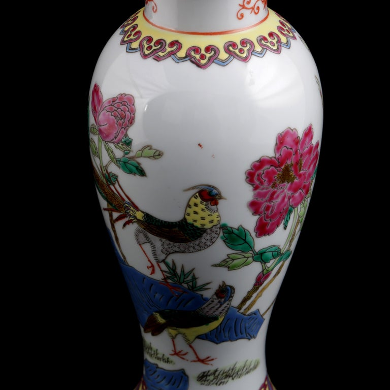 Chinese Imari Hand Painted Porcelain Pictorial Vase with Pheasants, 20th Century For Sale 3