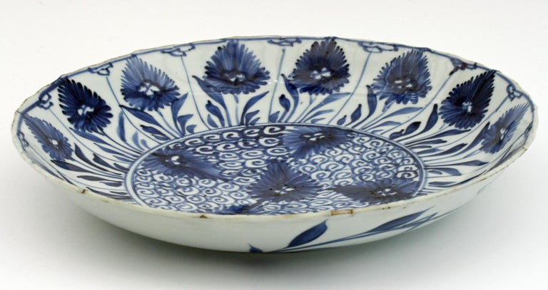 Chinese Kangxi Large and Rare Porcelain Blue and White Aster Pattern Dish For Sale 7