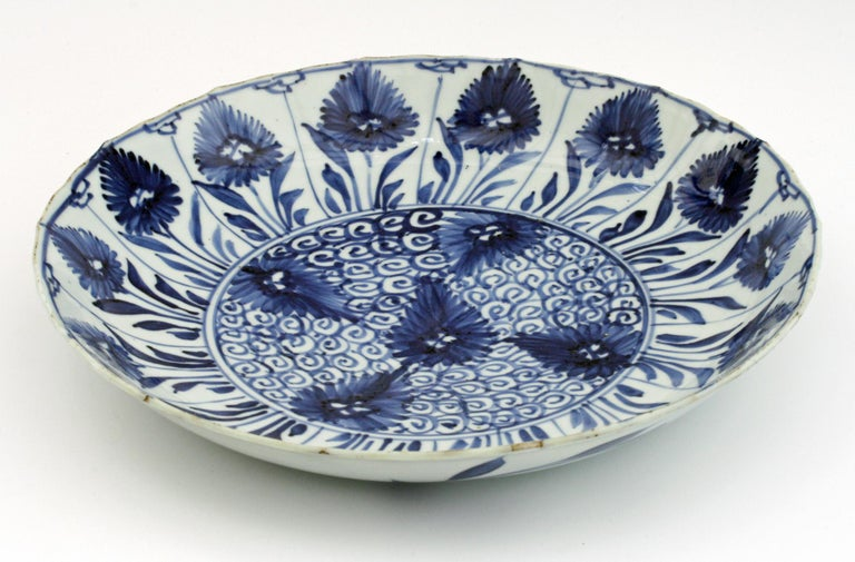 Chinese Kangxi Large and Rare Porcelain Blue and White Aster Pattern Dish For Sale 9