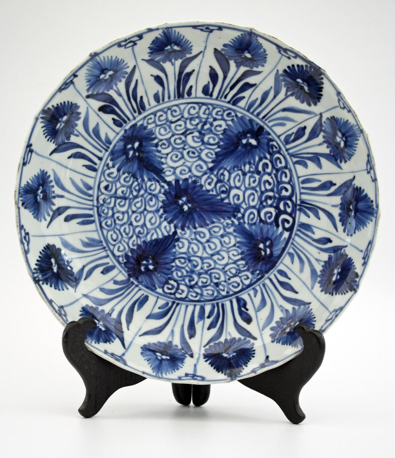 Chinese Kangxi Large and Rare Porcelain Blue and White Aster Pattern Dish For Sale 10