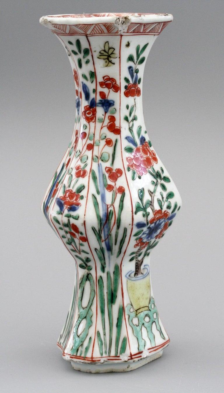 Chinese Kangxi Octagonal Famille Verte Floral Painted Porcelain Vase For Sale 5