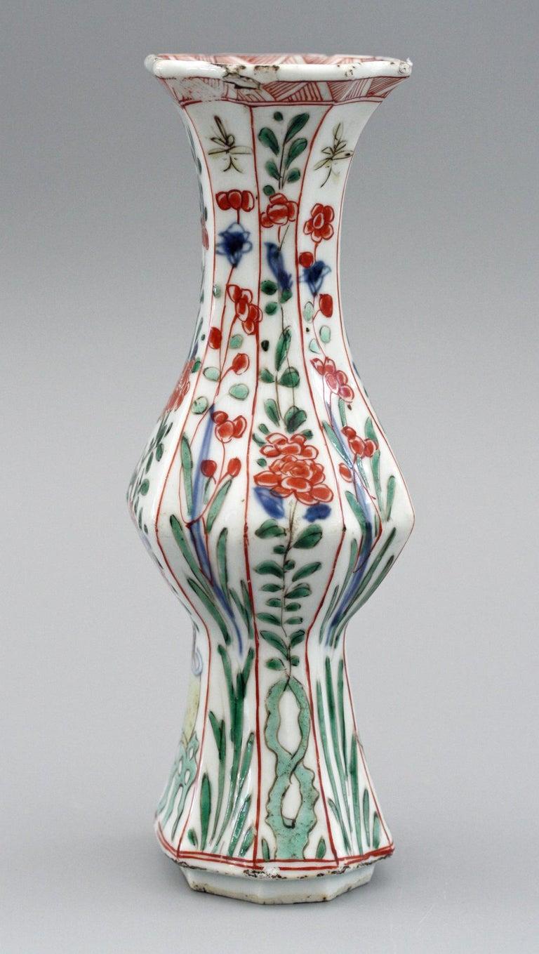 Chinese Kangxi Octagonal Famille Verte Floral Painted Porcelain Vase For Sale 7