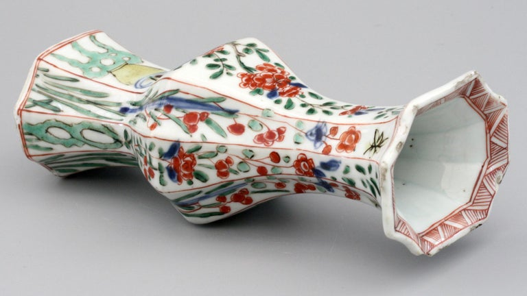 Late 17th Century Chinese Kangxi Octagonal Famille Verte Floral Painted Porcelain Vase For Sale