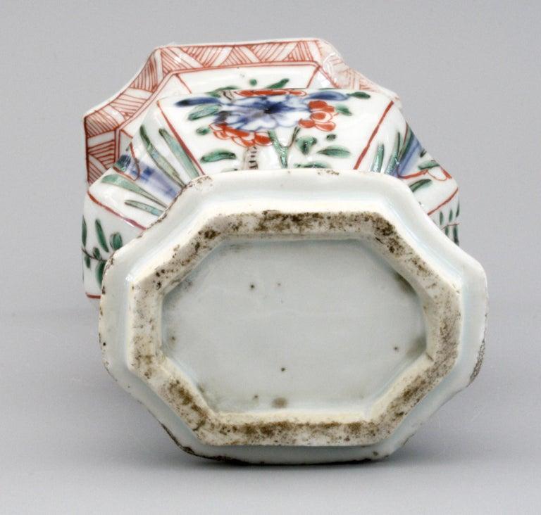 Chinese Kangxi Octagonal Famille Verte Floral Painted Porcelain Vase For Sale 2