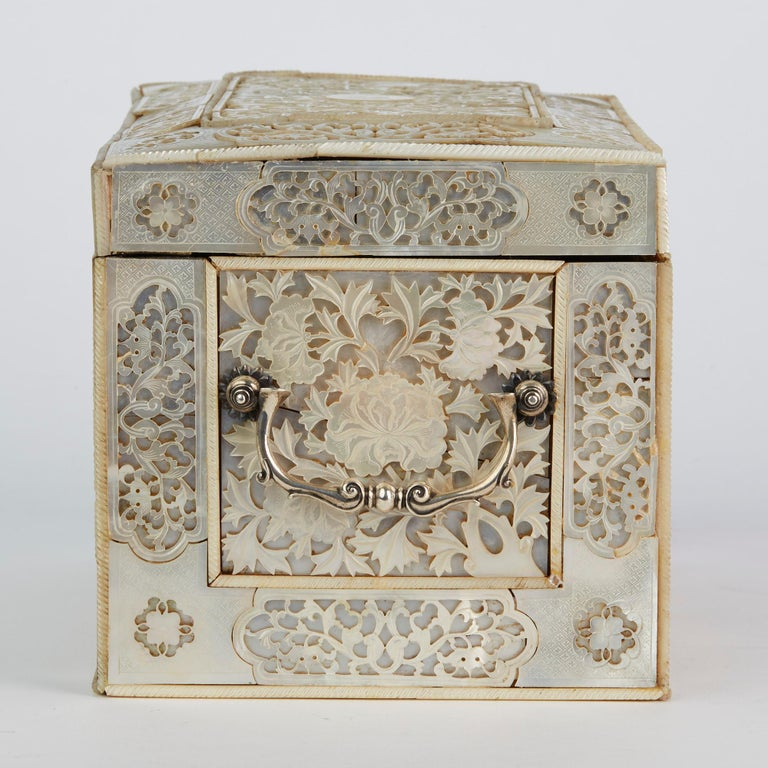Chinese Large Mother of Pearl Mounted Armorial Tea Caddy for MacPherson For Sale 10