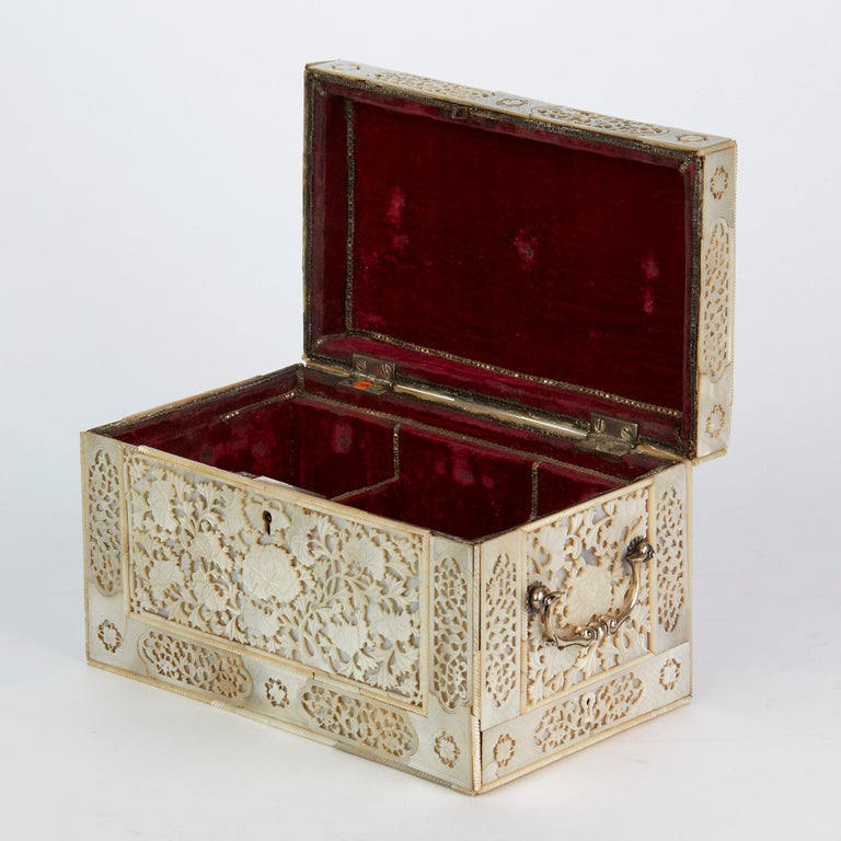 Chinese Large Mother of Pearl Mounted Armorial Tea Caddy for MacPherson For Sale 12