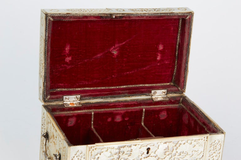Late 18th Century Chinese Large Mother of Pearl Mounted Armorial Tea Caddy for MacPherson For Sale