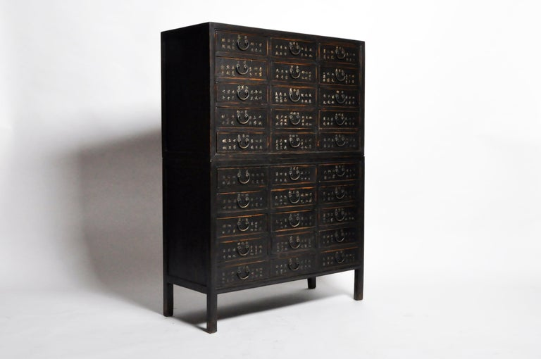 Chinese Medicine Chest with Drawers In Good Condition For Sale In Chicago, IL