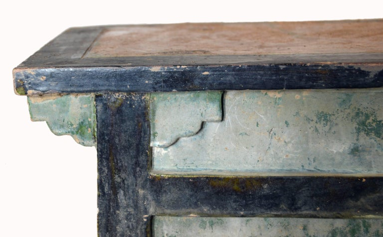 A Chinese Ming Dynasty glazed terracotta miniature bench from the 17th century, with accolade skirt. Born in the 17th century during the Ming Dynasty, this Chinese miniature bench features a rectangular top, accented with a central yellow glaze,