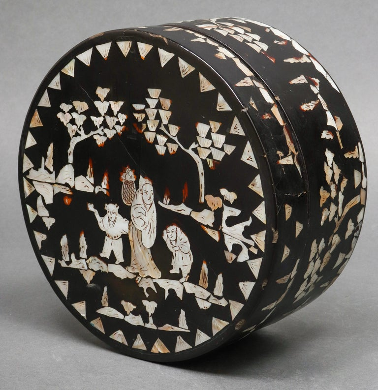 Chinese Export Chinese Mother of Pearl Inlaid Lacquered Box For Sale