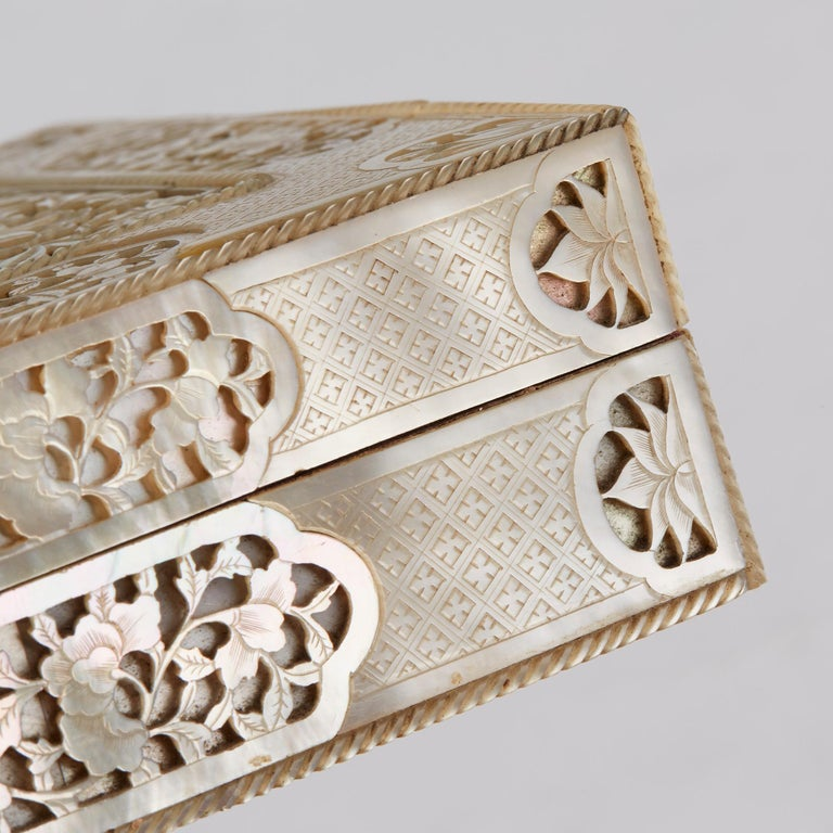 Chinese Mother of Pearl Mounted Box with Four Boxes and Counters, 18th Century For Sale 4