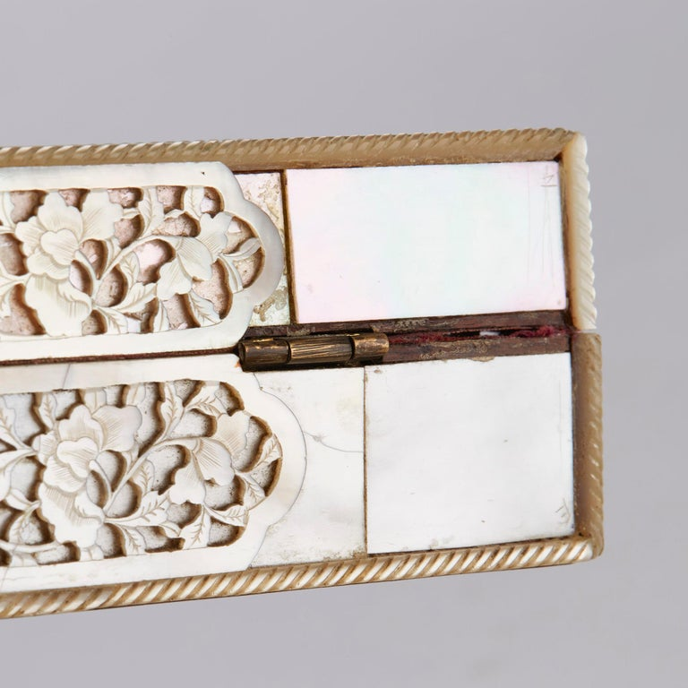 Chinese Mother of Pearl Mounted Box with Four Boxes and Counters, 18th Century For Sale 7