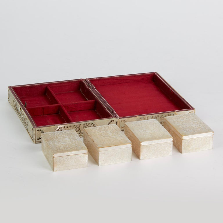 Chinese Mother of Pearl Mounted Box with Four Boxes and Counters, 18th Century For Sale 9