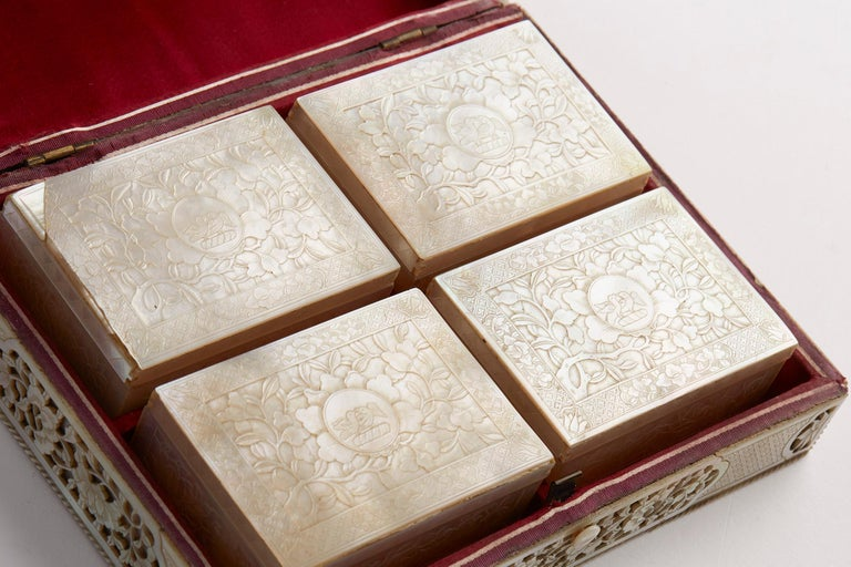 Chinese Mother of Pearl Mounted Box with Four Boxes and Counters, 18th Century For Sale 11