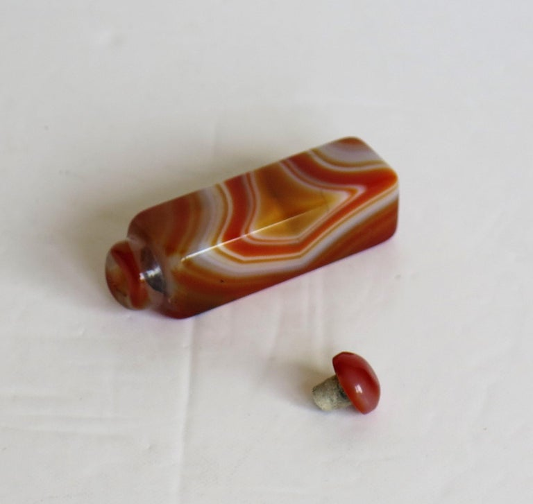 Chinese Natural Agate Stone Snuff Bottle Beautiful Striking Colors, circa 1930 For Sale 12