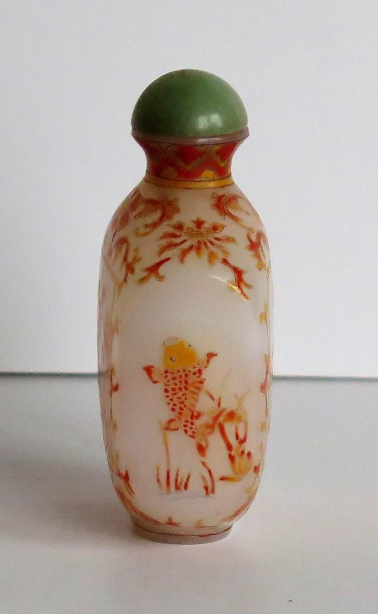 Chinese Opaque Glass Snuff Bottle Hand Enamelled 4-Character Base Mark For Sale 6