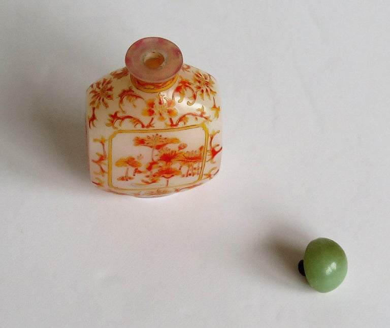 Chinese Opaque Glass Snuff Bottle Hand Enamelled 4-Character Base Mark For Sale 11