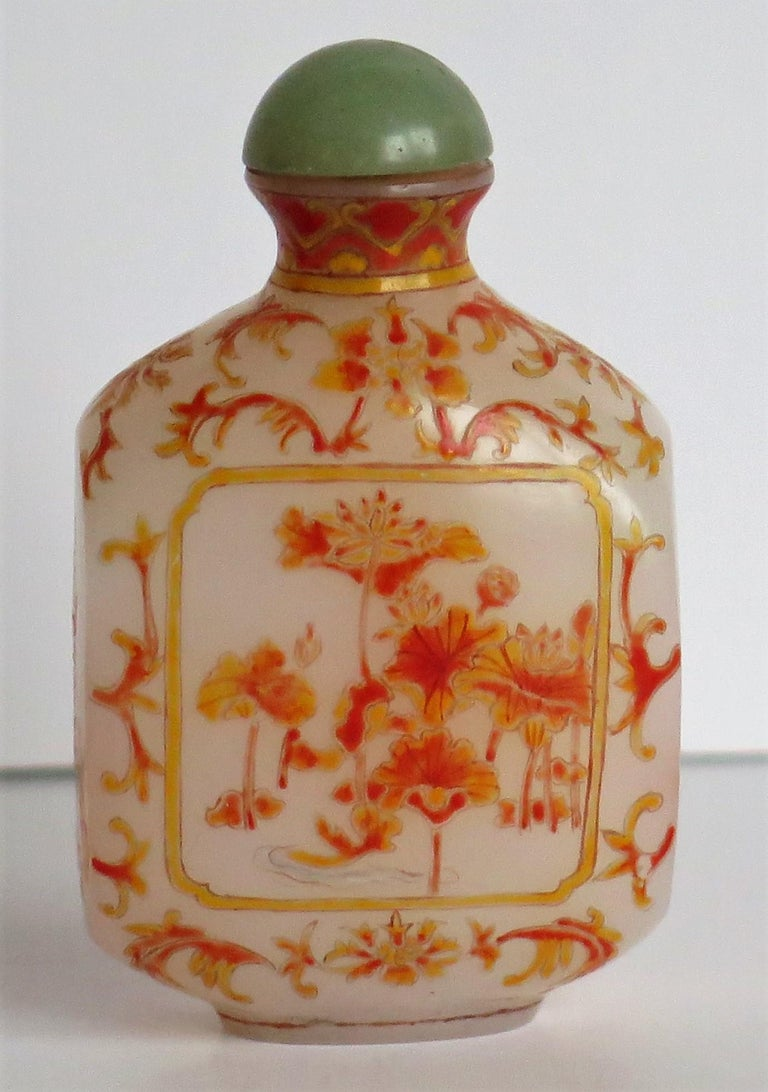 Qing Chinese Opaque Glass Snuff Bottle Hand Enamelled 4-Character Base Mark For Sale