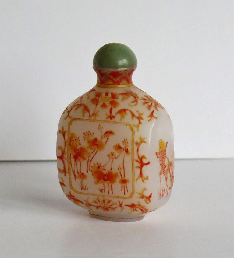 Chinese Opaque Glass Snuff Bottle Hand Enamelled 4-Character Base Mark In Good Condition For Sale In Lincoln, Lincolnshire